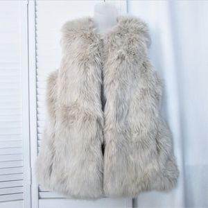 GAP light oatmeal faux fur side pockets vest M